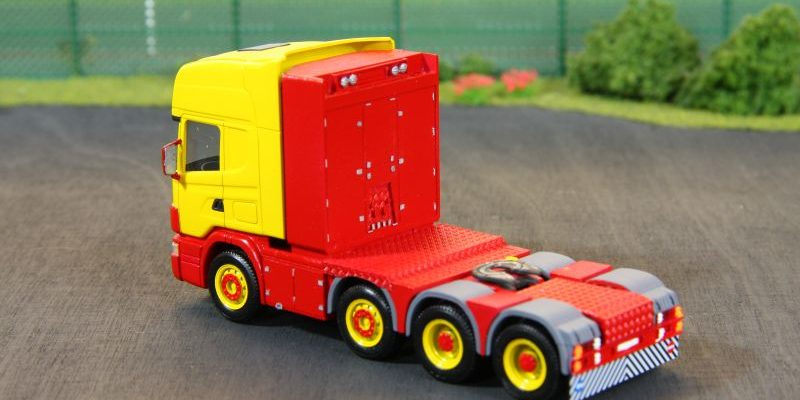 Scania 4achs Zugmaschine mit großem Staukasten