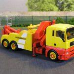Abschlepper auf 3achs-MAN-Fahrgestell und Ladekran