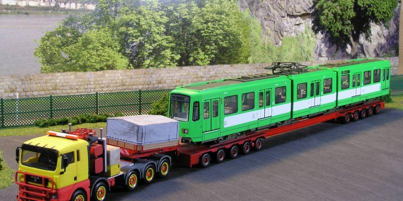 Schwerlastanhänger zum Transport von Schienenfahrzeugen