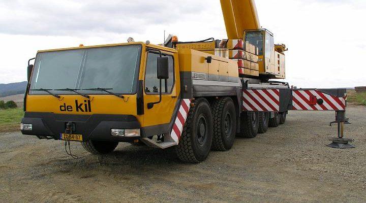 Liebherr LTM1250/1 von de Kil beim Bau von WKA