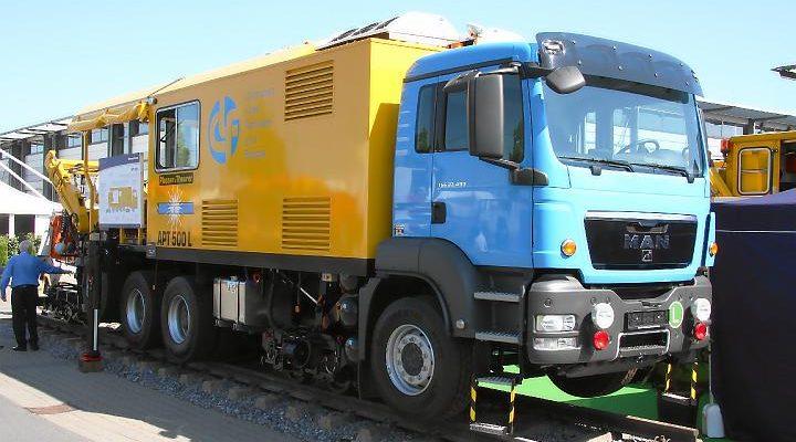 Plasser & Theurer Mobiler 2-Wege Schienenschweißroboter APT 500 L