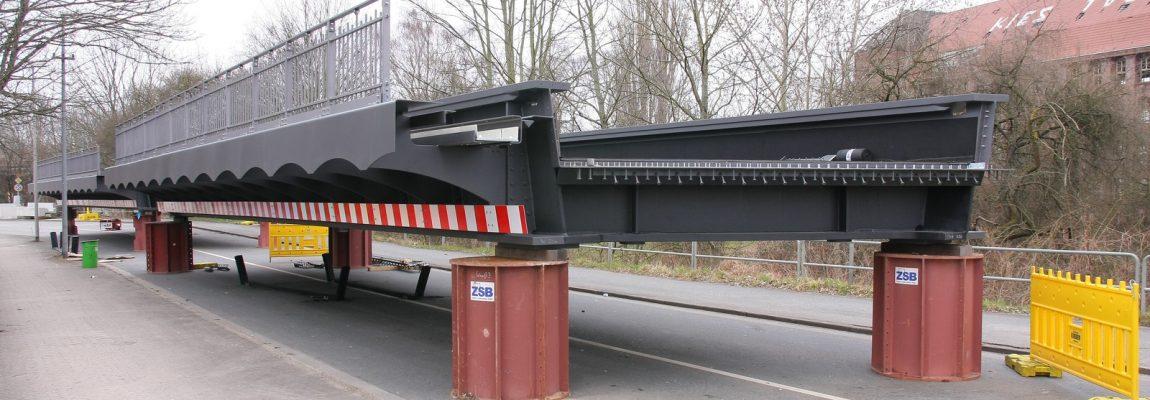 Neubau von Eisenbahnbrücken in Hannover – Anlieferung der neuen Brücken