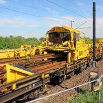 Gleisbau Weetzen-Ronnenberg - Abladevorgang der Langschienen