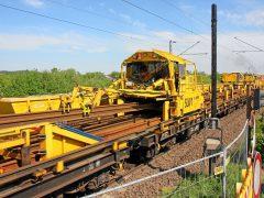 Gleisbau Weetzen-Ronnenberg – Abladevorgang der Langschienen