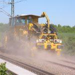 Gleisbau Weetzen-Ronnenberg - Schotterverteilung und -planierung