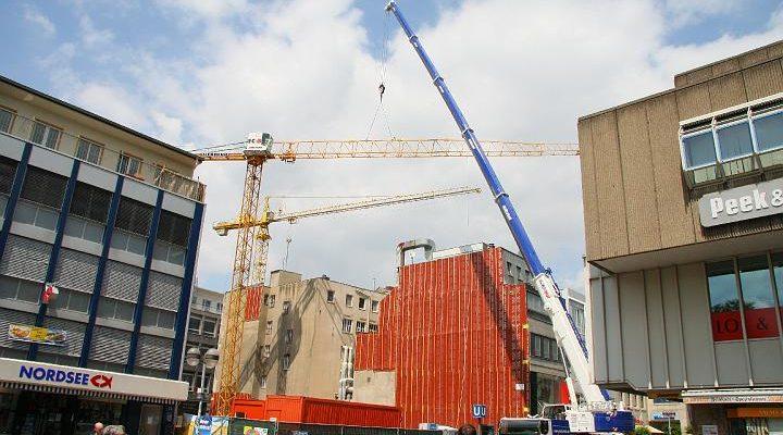 Aufbau eines Turmdrehkrans in der hannoverschen Innenstadt
